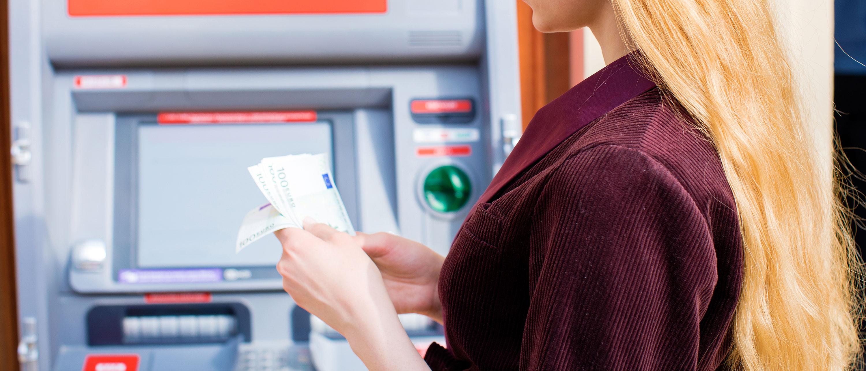 pengar-betala-paris-bankomat